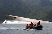 V útrobách trajektu zůstaly podle odhadu záchranářů stovky těl.