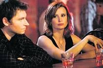 NEJNOVĚJŠÍ OBĚTI. David Švehlík a Jitka Schneiderová ve filmu Karambol.