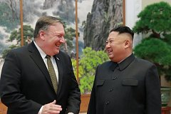 Mike Pompeo a Kim Čong-un na setkání v Pchjongjangu