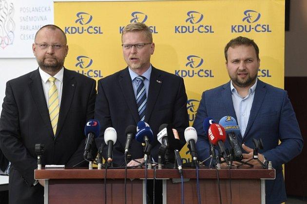 Zleva místopředseda KDU-ČSL Jan Bartošek, předseda Pavel Bělobrádek a první místopředseda Marian Jurečka
