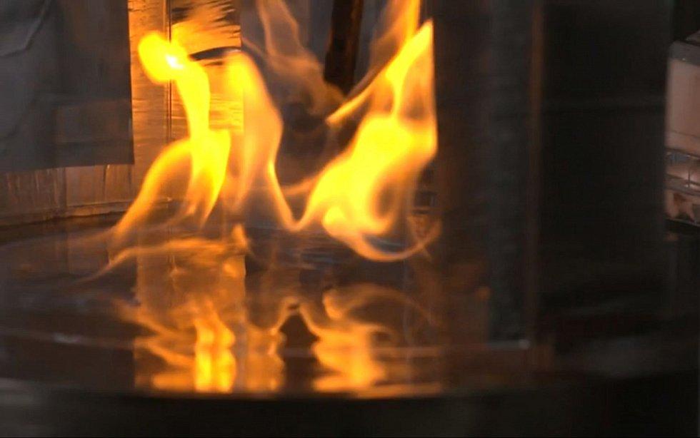 Tým se nejdříve pokusil prozkoumat hoření a spalovací dynamiku ohňových vírů