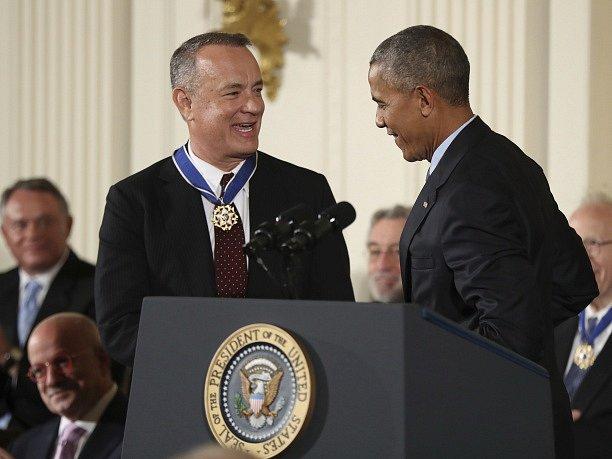 Prezidentskou Medaili svobody dostal od Baracka Obamy i herec Tom Hanks.
