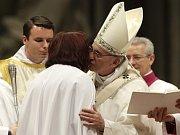 Papež František pokřtil Taťánu Čempelovou.
