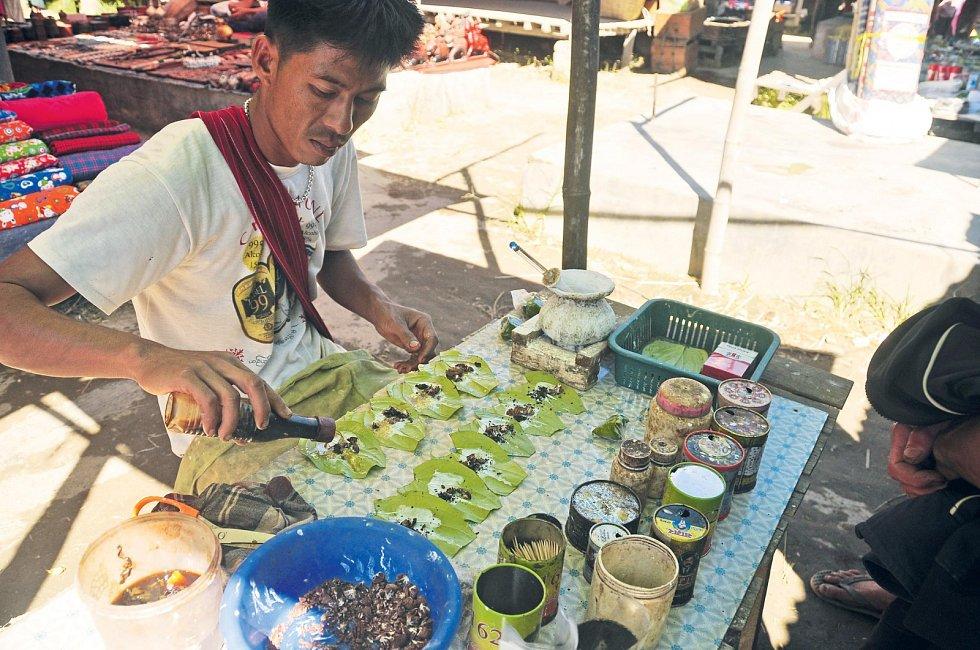 Na trhu v Myanmaru koupíte řadu různých druhů kratomu. A v tom je problém – nikdy nevíte, jak který zapůsobí právě na vás.