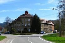 Středisko péče pro staré Diakonie v Sobotíně na Šumpersku ukončilo spolupráci s VZP. Církevní domov důchodců poté propustil většinu sester a přestal na několik dní podávat léky klientům pojišťovny.