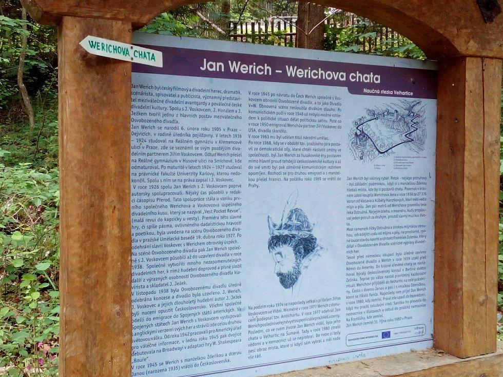Naučná tabule u chalupy Jana Wericha nedaleko Velhartic.