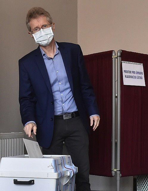 Předseda Senátu Miloš Vystrčil u voleb.