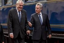 Rakouský prezident Heinz Fischer ukončil dvoudenní návštěvu České republiky. Po rozloučení s prezidentem Milošem Zemanem odjel vlakem z pražského hlavního nádraží.