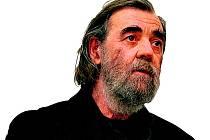"""""""Číst jsem se učil až v první třídě"""", říká básník, překladatel a autor písňových textů Pavel Šrut."""