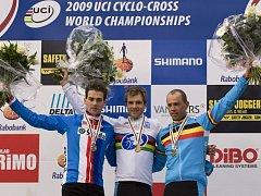 Stupně vítězů. Zleva Štybar, Albert a Nijs.