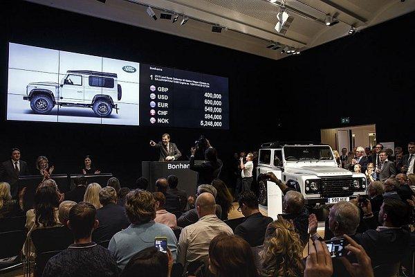 Dvoumiliontý Land Rover Defender byl vydražen za více než 14milionů.