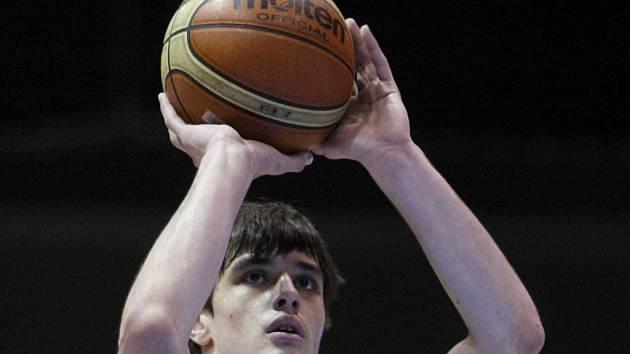 Basketbalista Pardubic Viktor Půlpán.