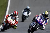 Grand Prix České republiky v Brně, kvalifikace - 250 ccm: Karel Abraham (vpravo) a Ital Marco Simoncelli.