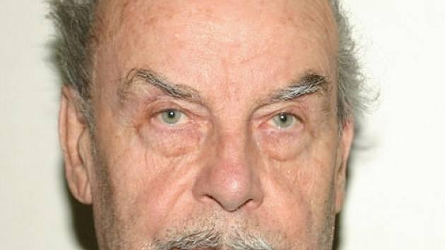 Triasedmdesátiletý Josef Fritzl se v pondělí k věznění a zneužívání své dcery i jejích přiznal.