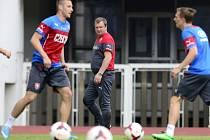 Pavel Vrba (uprostřed) na tréninku fotbalové reprezentace před zápasem s Finskem.