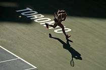 Česká tenistka Marie Bouzková v semifinále turnaje v Torontu proti Američance Sereně Williamsové