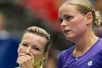 Květa Peschkeová (vlevo) a Anna-Lena Grönefeldová na turnaji v Linci.