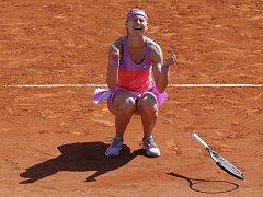 Pocit štěstí a úlevy. Lucie Šafářová postoupila do finále French Open.
