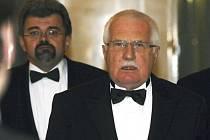 Prezident Václav Klaus a vedoucí jeho kanceláře Jiří Weigl.
