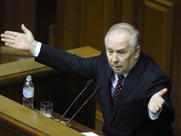 Šéf ukrajinského parlamentu Volodymyr Rybak rezignoval.