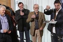 Režisér Hynek Bočan, hudební skladatel Zdeněk Barták, scénárista Jiří Stránský a herec Martin Dejdar (zleva) pokřtili soundtrack k oblíbenému televiznímu seriálu Zdivočelá země