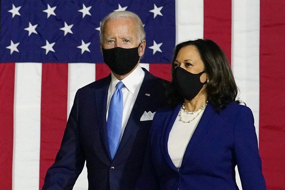 Demokratický uchazeč o prezidentský úřad Joe Biden 12. srpna 2020 poprvé veřejně představuje svou kandidátku na viceprezidentku Kamalu Harrisovou