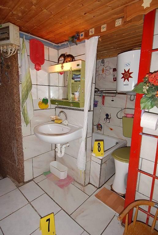 ...vězni měli k dispozici i nevelkou koupelnu.
