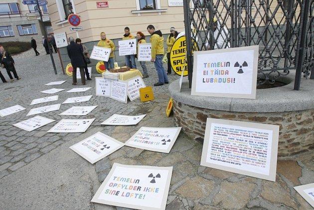Hluboká nad Vltavou. Demonstrace proti Temelínu