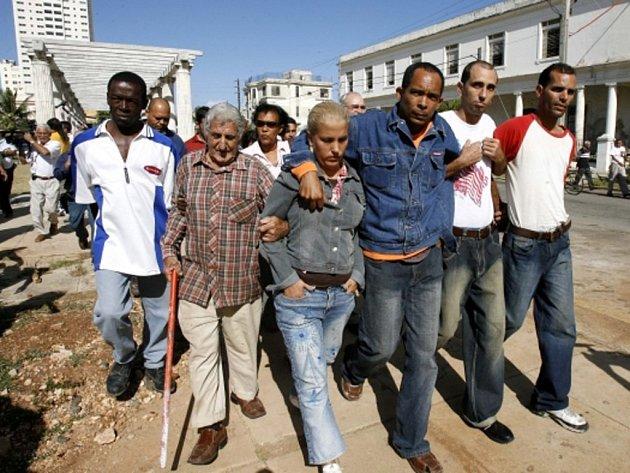 Kubánská komunistická vláda z vězení během posledních 25 hodin propustila na základě dohody s USA o normalizaci vztahů nejméně 35 politických vězňů z přislíbených 53. Ilustrační foto.