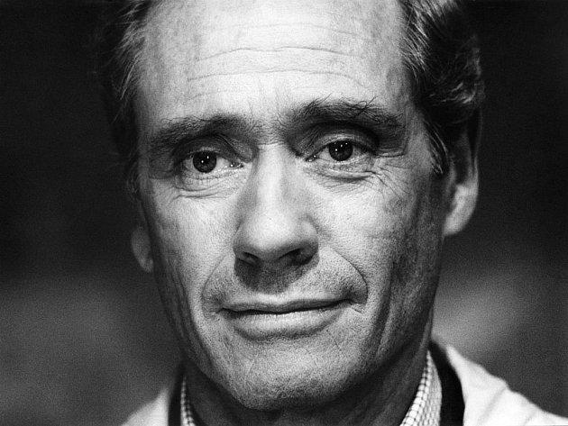 Ve věku devadesáti let zemřel Mel Ferrer, americký herec, režisér a producent, bývalý manžel herečky Audrey Hepburnové.