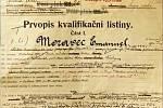 Kvalifikační listina Emanuela Moravce. Vždy byl hodnocen výborně