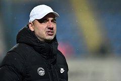 Novým trenérem fotbalistů Slavie Praha se stal Jindřich Trpišovský. Vedení úřadujícího ligového mistra získalo jednačtyřicetiletého kouče z Liberce, kde měl smlouvu do června příštího roku.