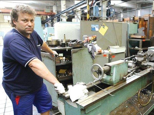 Stovky dělníků z Vyškovska zůstanou před Vánoci doma kvůli plánované odstávce dvou podniků z regionu. Brát budou citelně snížené platy.