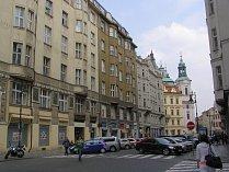 Kaprova ulice se v žebříčku umístila na druhém místě. Na jedné adrese zde sídlí 2849 firem.