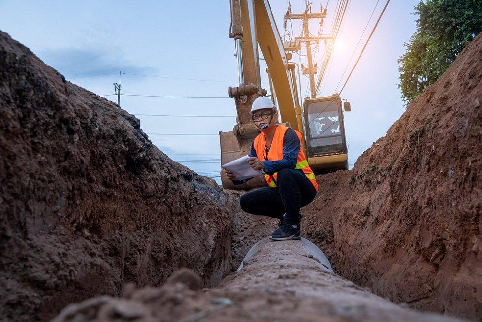 Plynovod kříží silnice, dálnice, inženýrské sítě i jiné přírodní překážky např. vodní toky.
