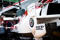 Slavná pohádková postava Krtečka se objeví ve formuli 1. Hrdina animovaných filmů a knížek pro děti se představí v královské disciplíně motorsportu. Jeho obrázek bude zdobit monoposty Kimiho Räikkönena a Antonia Giovinazziho z týmu Alfa Romeo.