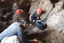 Práce na nalezišti Kumrán v Izraeli