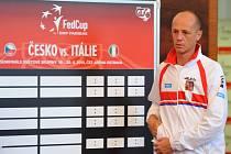 Kapitán Petr Pála při losu semifinále Fed Cupu na Nové radnici v Ostravě.