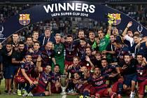 Superpohár mezi Barcelonou a Sevillou: Oslava s trofejí po zápase