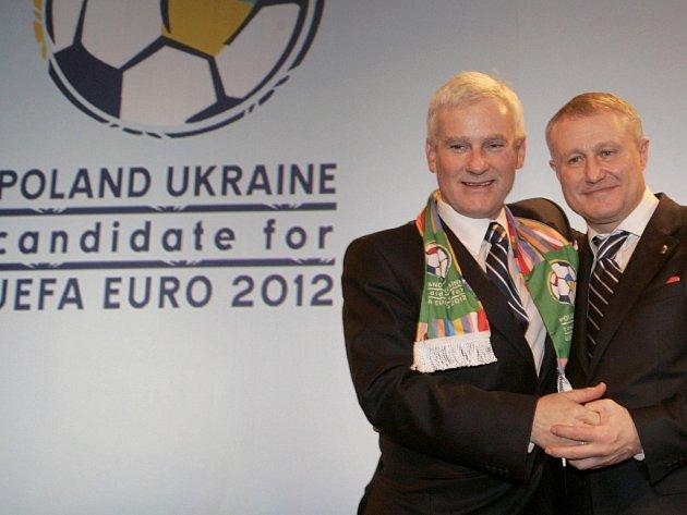 Pořadateli mistrovství Evropy ve fotbale v roce 2012 budou Polsko a Ukrajina.