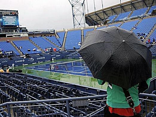 US Open už tradičně ovlivňuje vytrvalý déšť.