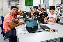Kvalitní příprava, kterou zajišťují dobří pedagogové, a moderně vybavené učebny – i díky tomu se absolventům daří při uplatňování na trhu práce.
