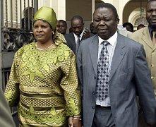 Premiér Tsvangirai s manželkou na archivní fotografii.