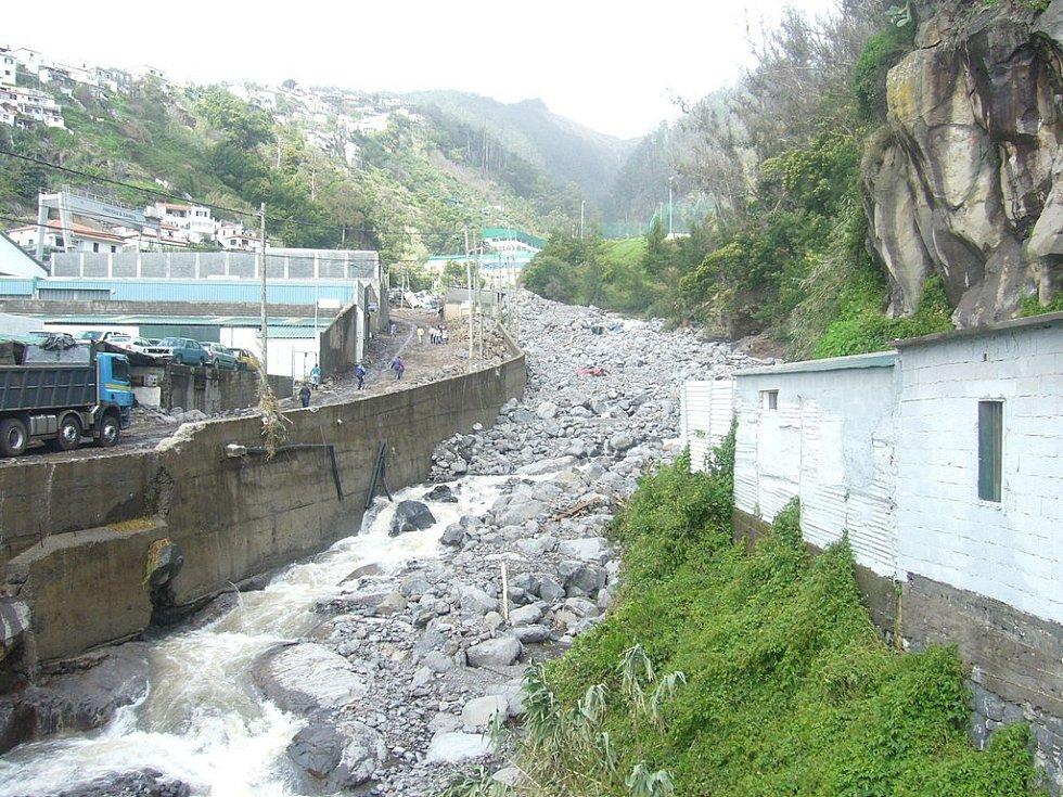 Portugalské město Funchal na Madeiře potopily před deseti lety sesuvy bahna a bleskové povodně