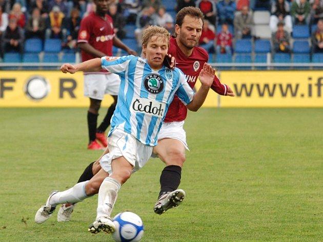 Spartu dotáhl k vítězství v Mladé Boleslavi i k druhému místu v lize kapitán Patrik Berger (vpravo).