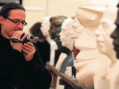 Na sochařské umění je zaměřena výstava v pražské budově Akademie věd, kde jsou do zítřka k vidění vítězné práce soutěže Sochařský portrét Václava Havla
