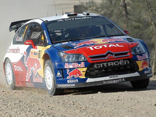 Sébastien Loeb se svým citroënem triumfoval na prašných tratích v Austrálii.
