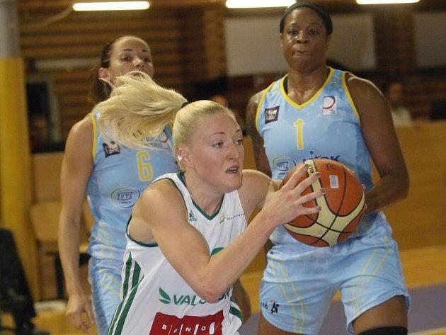 Basketbalistky ZVVZ USK Praha vstoupily do sezony jasnou výhrou 96:65 na hřišti Valosunu Brno.