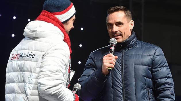 Roman Šebrle (vpravo) v pavilonu Z brněnského výstaviště při závodu Martiny Sáblíkové na olympijských hrách v Pchjongčchangu.