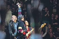 Vystoupí i Coldplay. Rocková kapela na loňském koncertě v Praze.